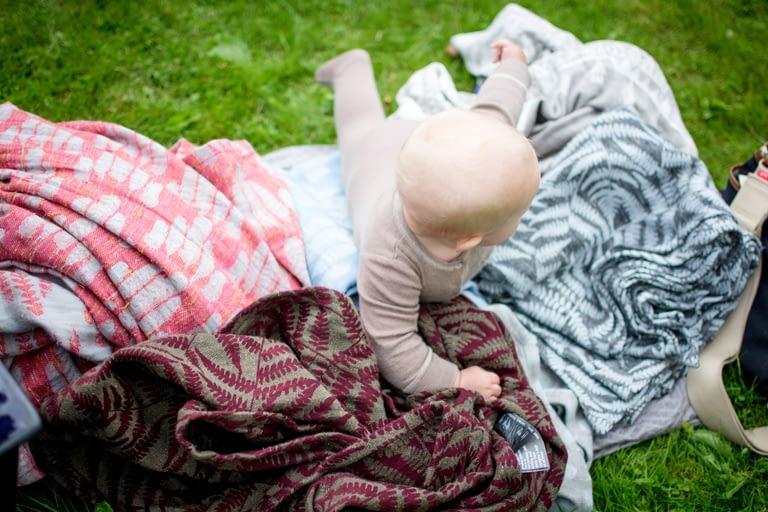 baby velger bæretøy selv